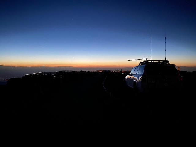 Sunrise at the Pikes Peak summit (KN0MAP)